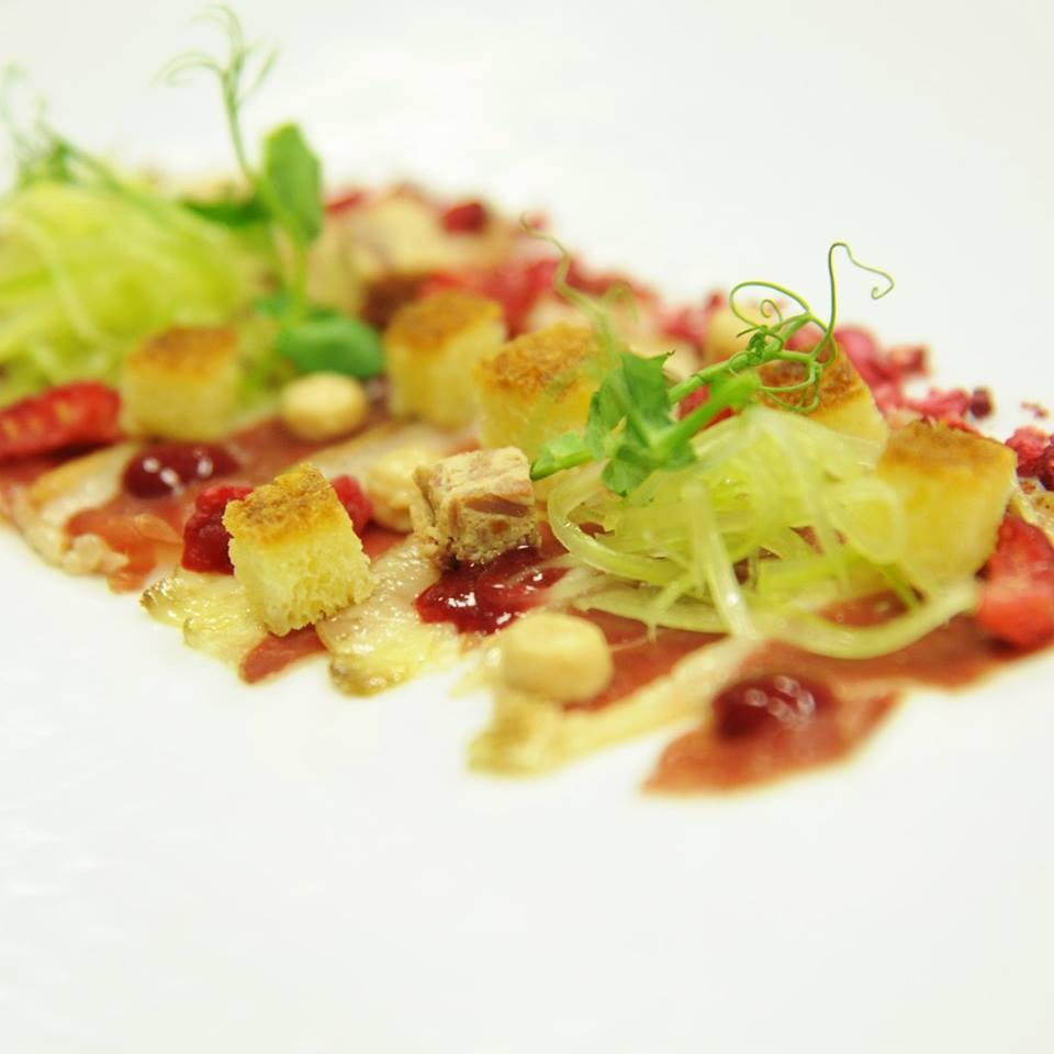 Petto d'anatra affumicato, lampone, sedano e foie gras